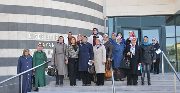 AK Parti Kadın Kolları Bayanlar Yaşam ve Spor Merkezini Gezdi